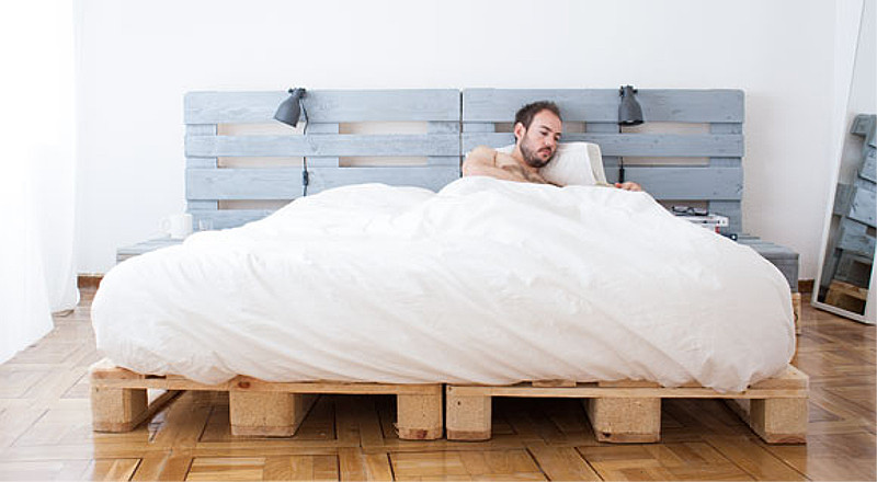Pallet Bed With Spray Paint Novasol