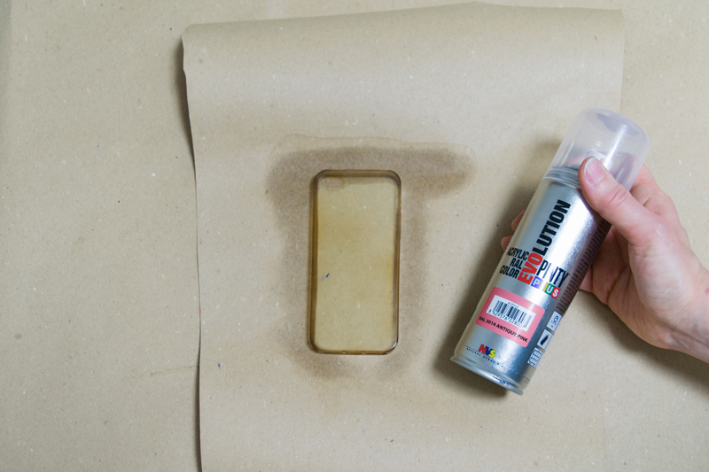 Paint a silicone phone case novasol for Spray paint phone case