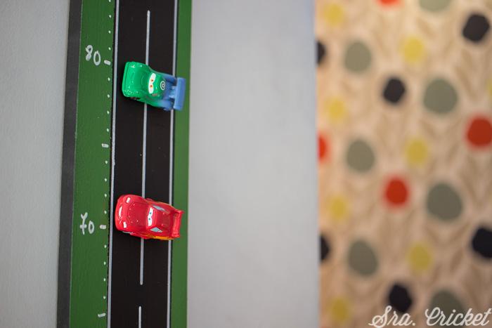 DIY vertical magnetic car track