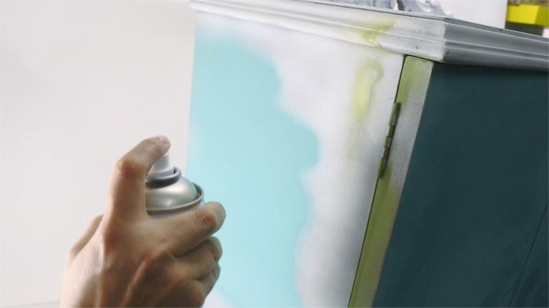 Chalk paint in an aerosol