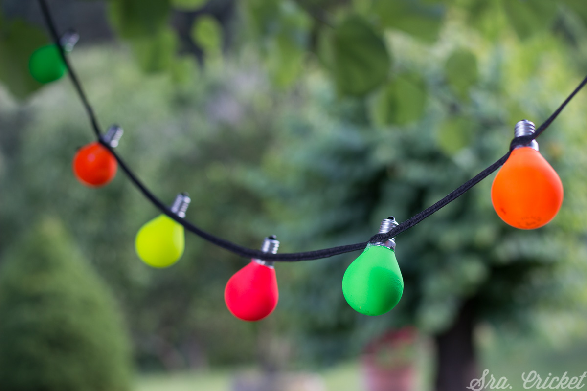 spray painted lightbulb garland