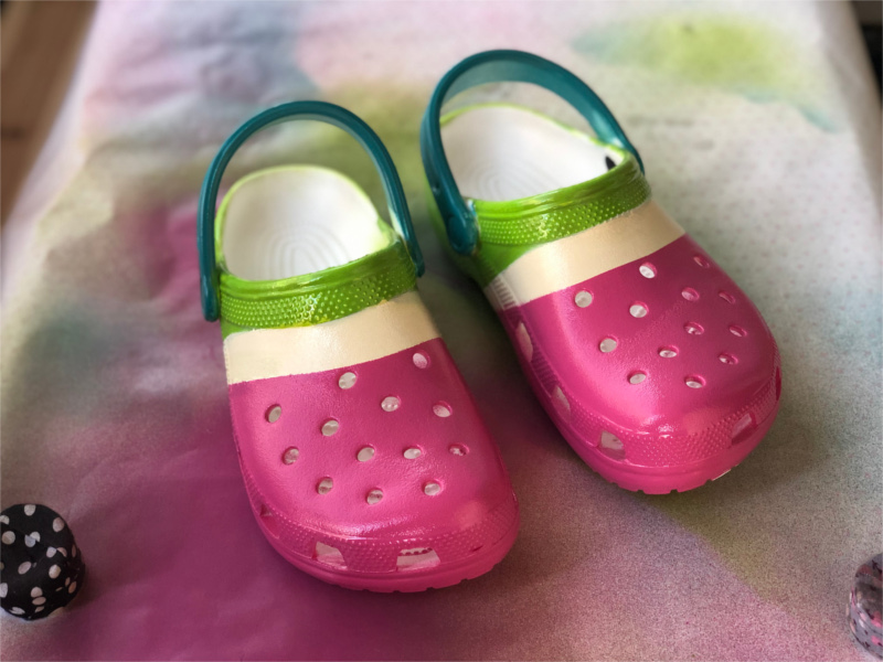how to spray paint crocs