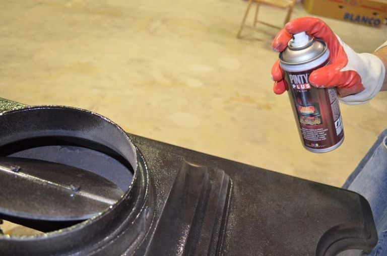 applying high temperature paint with a spray